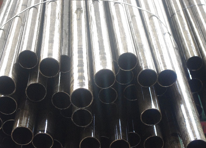 ASTM A179 Stainless Carbon Steel Seamless Pipe , ST35 / E215 Cold Drawn Low Carbon Pipes